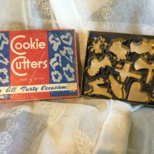 Vintage boxed cookie cutter set